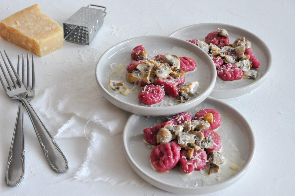 Rote Bete Gnocchi mit Pilzsauce | Gnocchi selbst gemacht