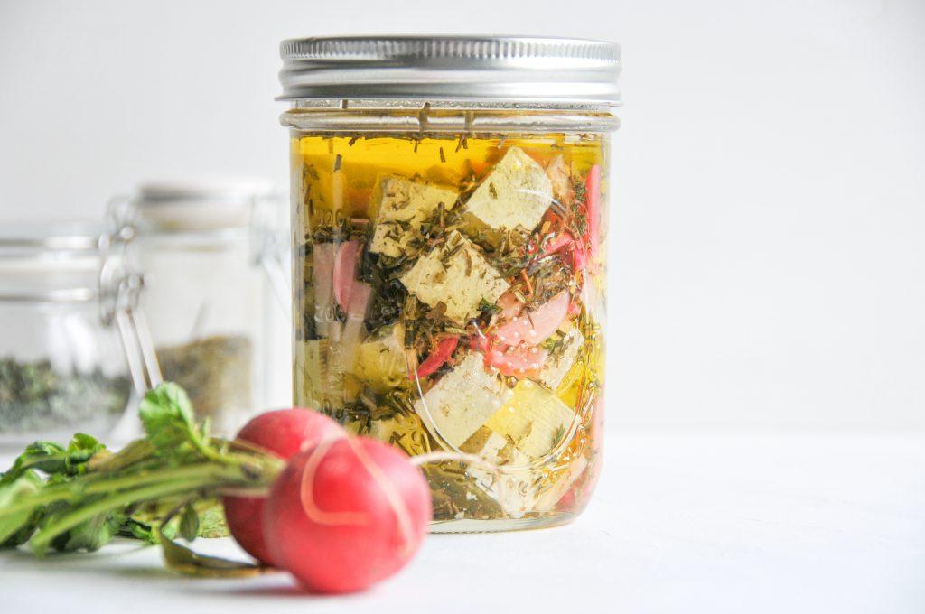 Tofu Feta Style | marinierter Tofu im Glas | vegan Feta littlebee
