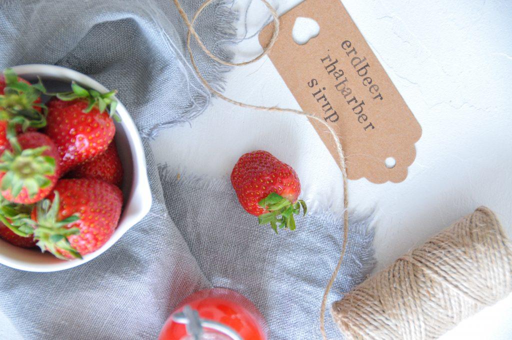 Erdbeer Rhabarber Sirup | süsse Erfrischung aus dem Garten