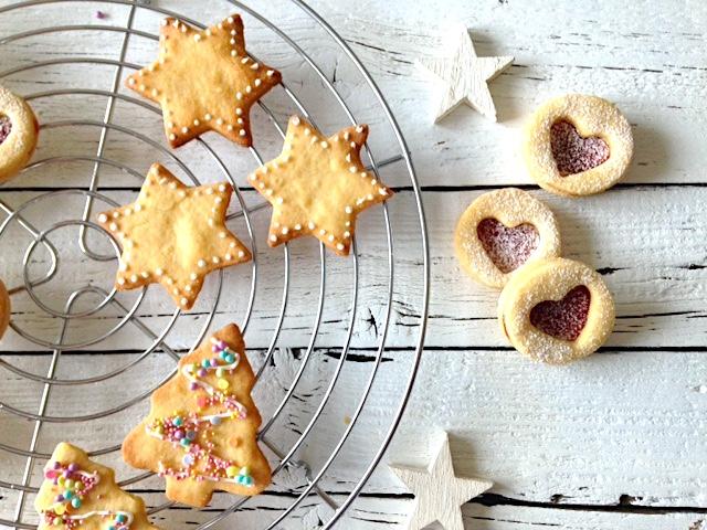 Kekse backen mit Kindern   in der Weihnachtsbäckerei