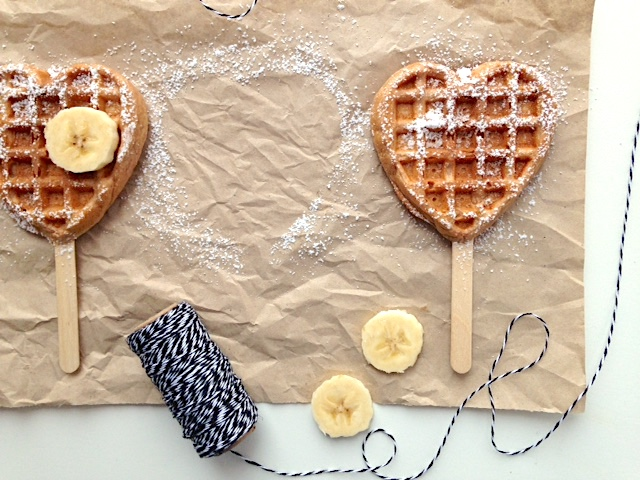 Frühstückswaffeln mit Schokolade und Joghurt