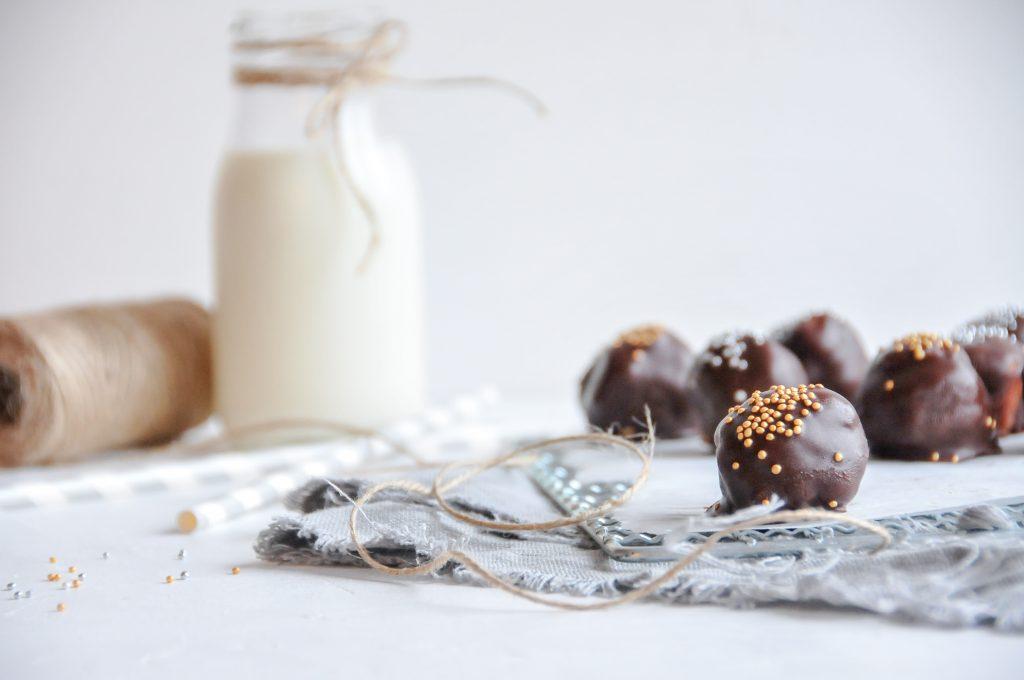 Schokolade Pralinen aus Biskuit mit fruchtiger Füllung