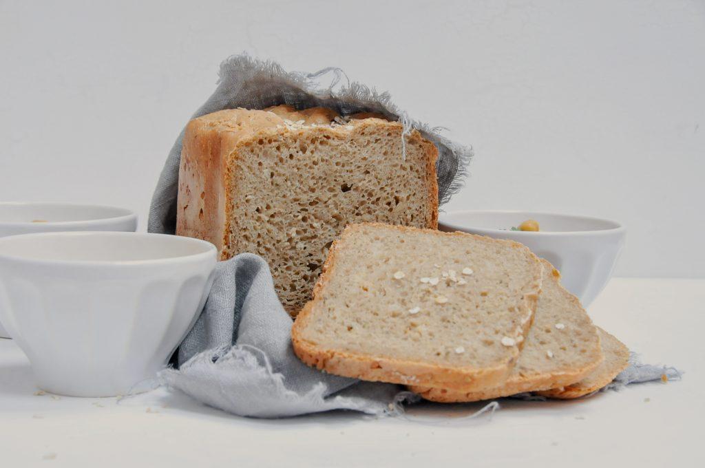 Joghurt Sauerteigbrot mit Hummus Dreierlei | all about bread