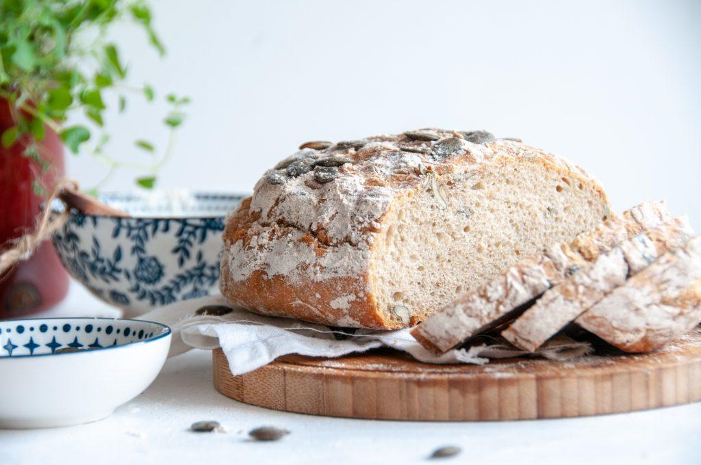 Kürbiskernbrot aus Sauerteig | Brot backen mit Apfelessig