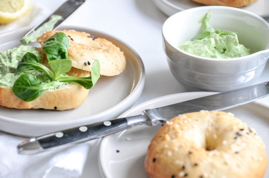 Vogerlsalat Aufstrich mit Frischkäse | saisonale Ideen rund um den Vogerlsalat
