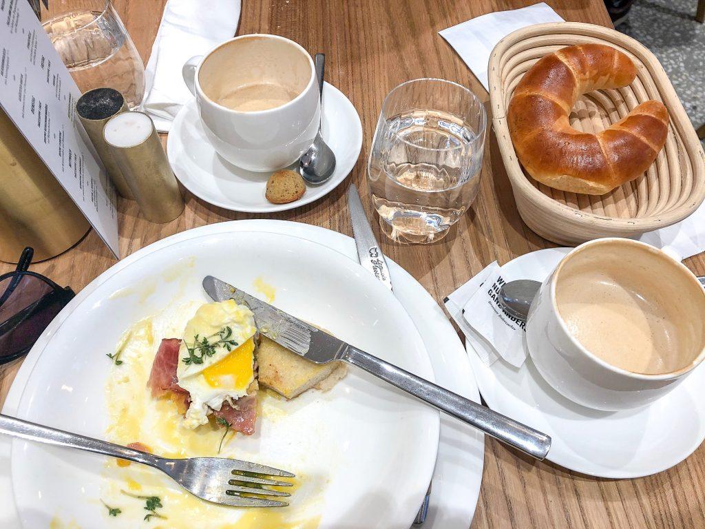 Frühstücken im Joseph Brot am Albertinaplatz