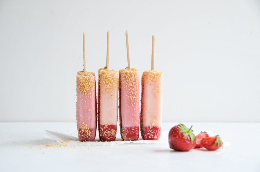 Popsicles selbst gemacht | fruchtiges Erdbeereis mit Haferdrink littlebee