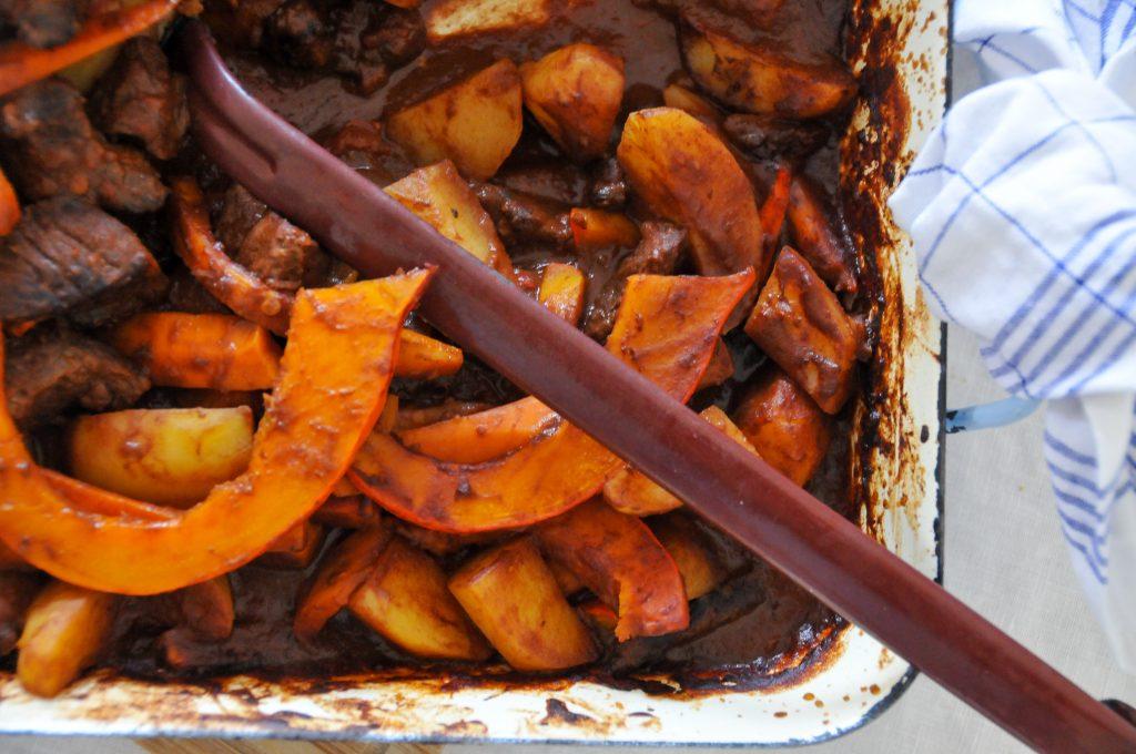 herbstlicher Schmortopf aus dem Ofen