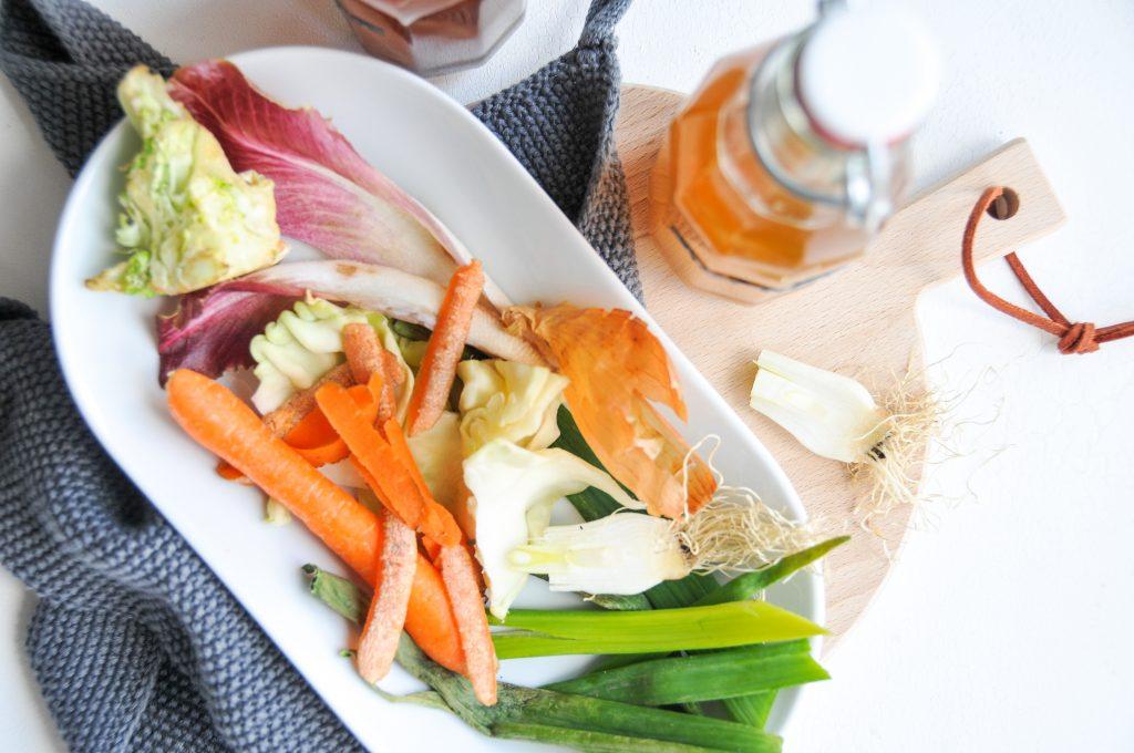 Suppenbrühe aus Gemüseresten | Nachhaltigkeit in der Küche littlebee Michaela Titz