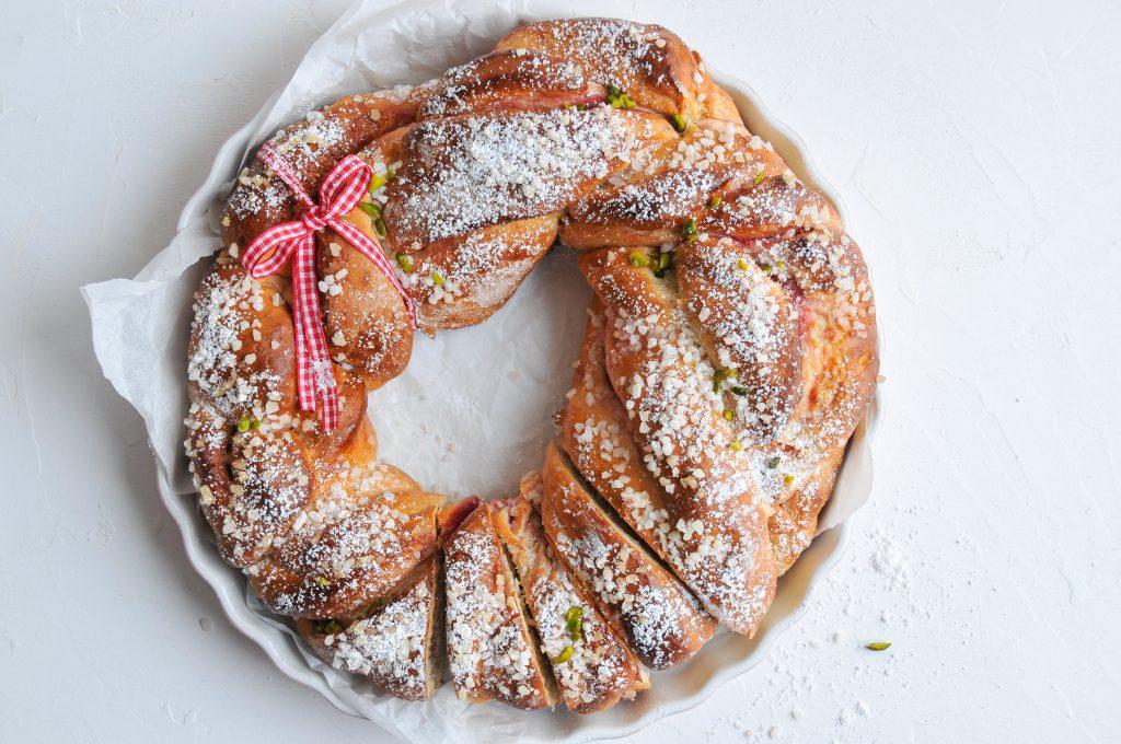 Osterkranz mit Marmelade gefüllt | Brioche zum Osterfest LITTLEBEE