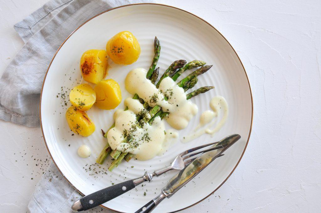 Spargel mit veganer Hollandaise | cremige Genuss LITTLEBEE