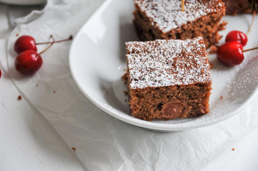 Kirschkuchen vom Blech mit Schokolade | Sommerklassiker auf dem Teller Michaela Titz