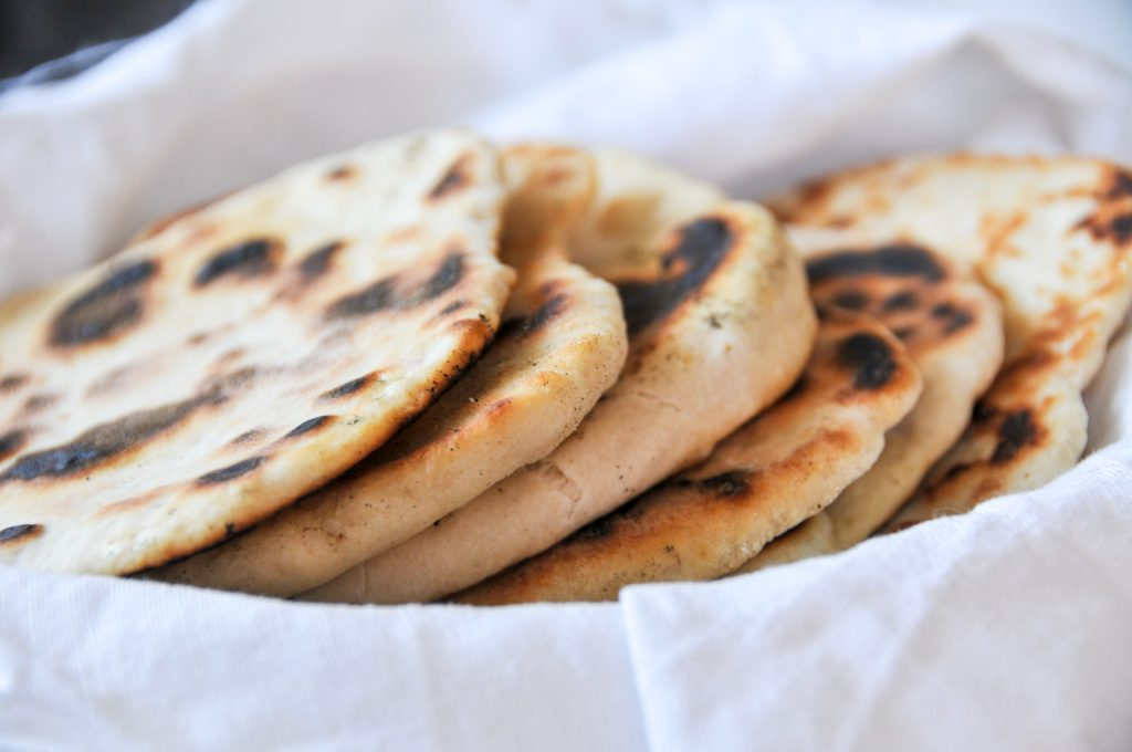 homemade Naan Brot mit Joghurt | backen ohne Hefe