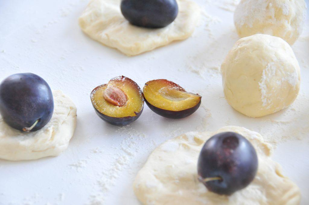 fruchtige Zwetschkenknödel | der Spätsommer auf dem Teller mit herrlichen Pflaumen