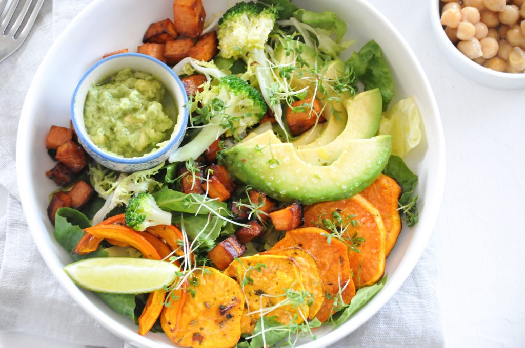 vegane Gemüsebowl mit Avocadocreme | it's all about the Bowl
