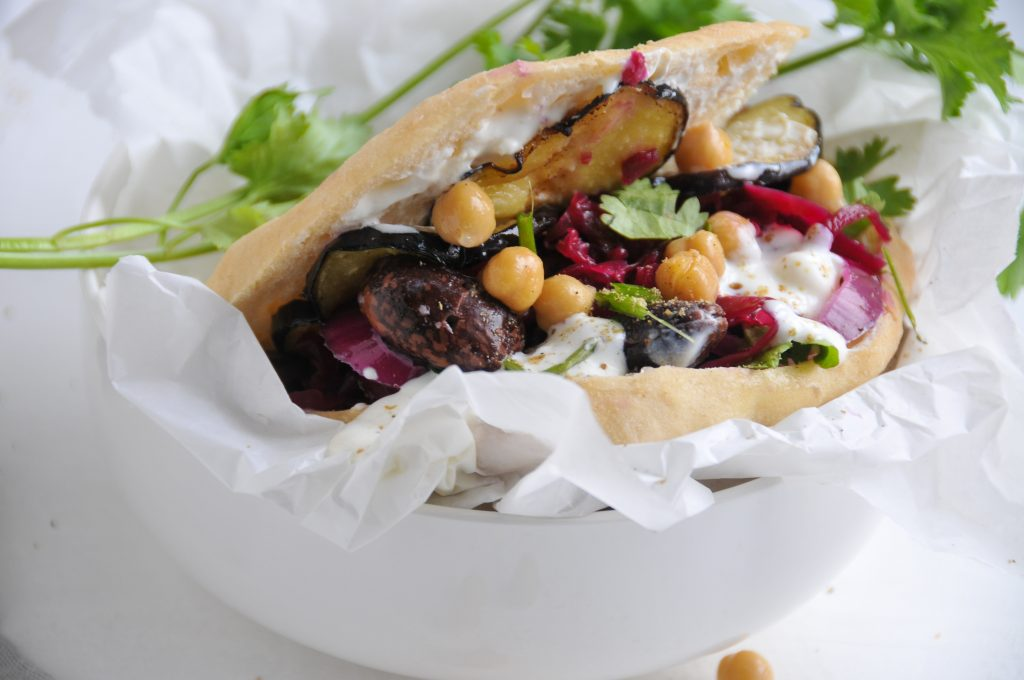 Sabich - israelisches Frühstück mit Pita Brot