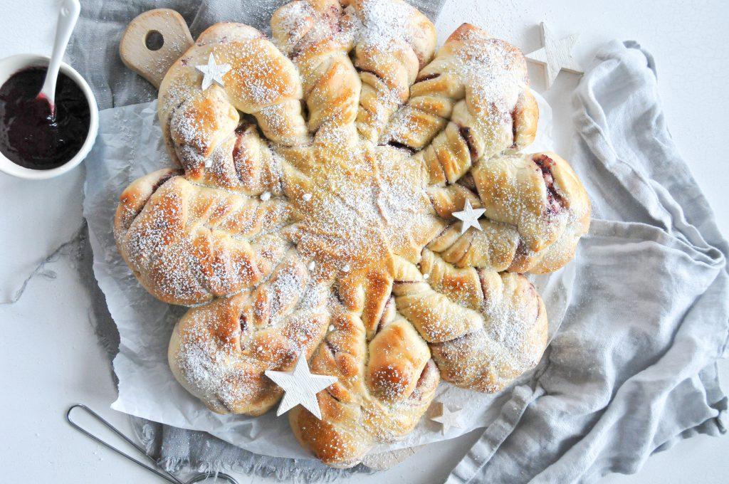 festlicher Marmelade Stern aus Hefeteig | weihnachtliche Jausenidee
