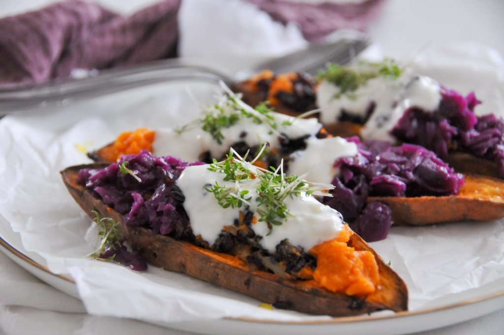 gefüllte Süßkartoffel mit schwarzem Reis und Rotkraut | vegetarisches Festtaggericht