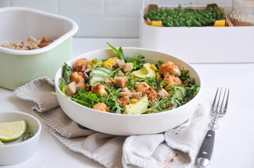 Salatbowl mit gebackenem Karfiol und Brot | No Foodwaste Ideen Michaela Titz littlebee