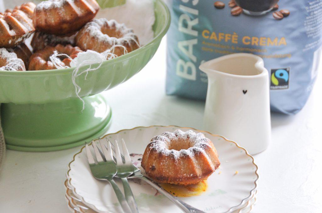 Gugelhupf mit Kaffee | festliche Ostertafel mit Minikuchen