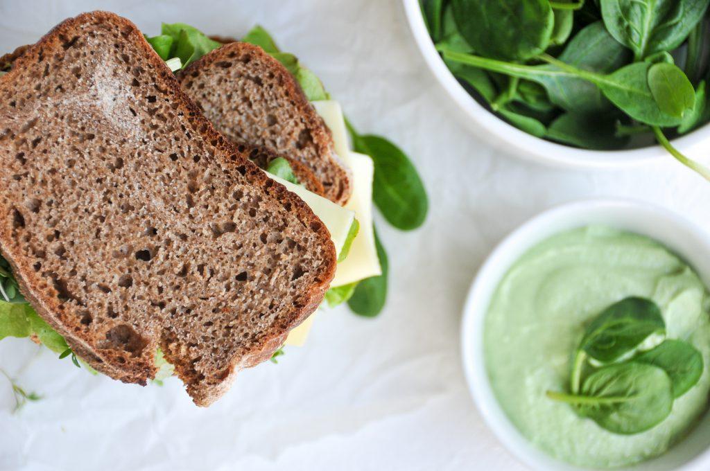 Pausenbrot mit Spinataufstrich und Topfen | schneller Gemüseaufstrich