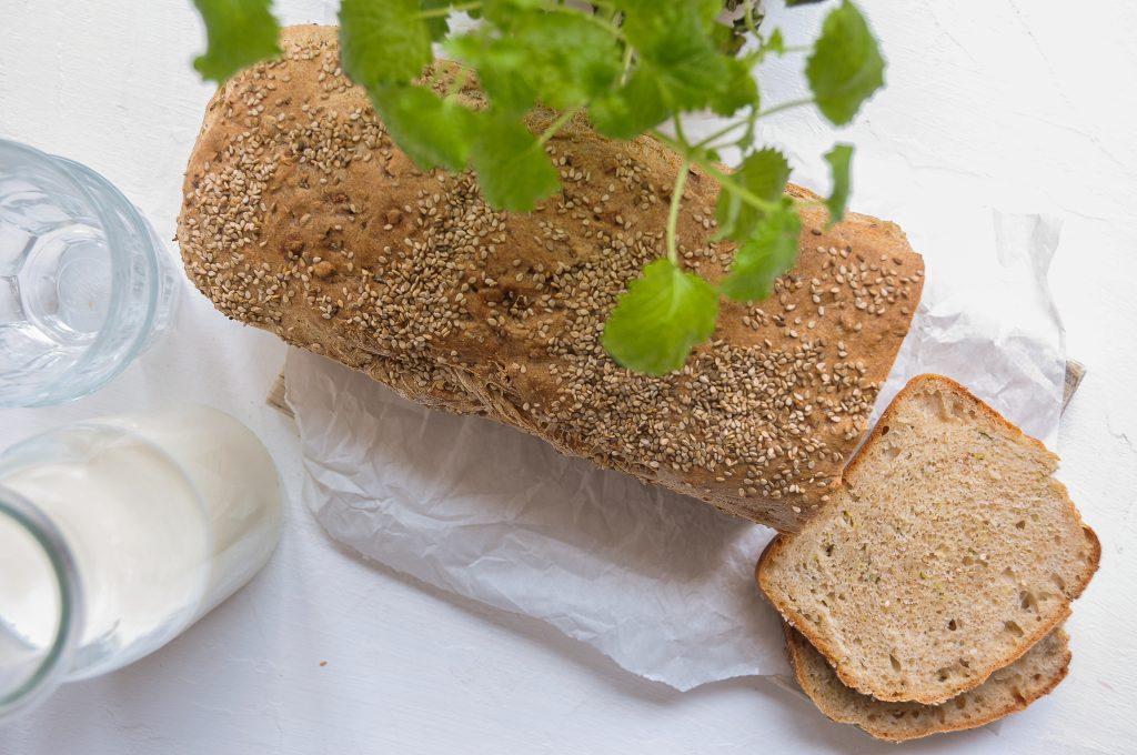 saftiges-zucchini-brot-aus-der-kastenform-mit-vollkorn