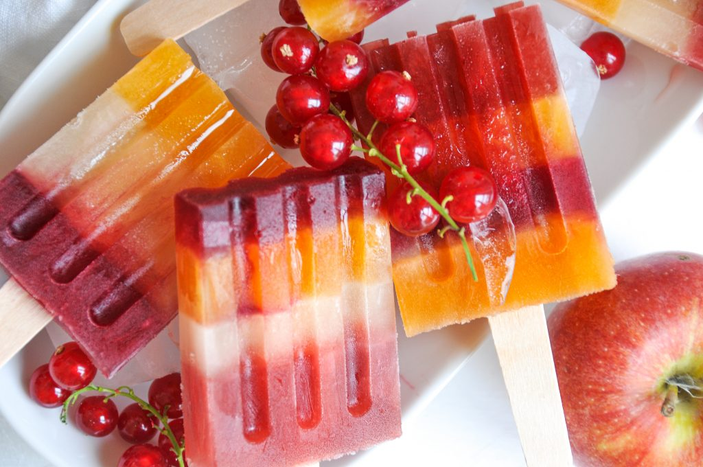 Rainbow Popsicles | homemade Eis am Stiel mit Fruchtsaft Michaela Titz littlebee.at