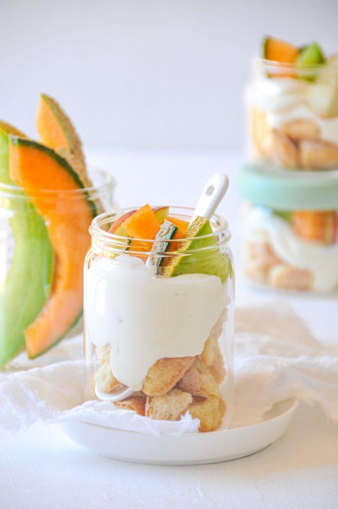 sommerliches-dessert-im-glas-nachhaltige-picknickidee-fuer-unterwegs