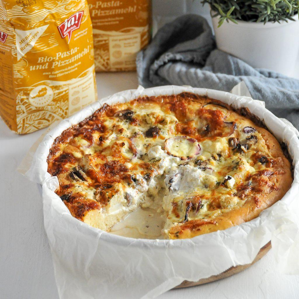 homemade Pfannenpizza mit herbstlichem Gemüse